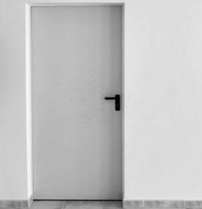 תיקון דלתות אלומיניום עם אחריות מקצועית